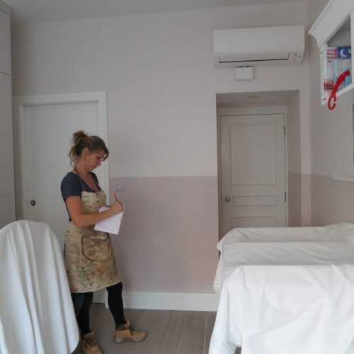 Specialist Decorator Working On A Design